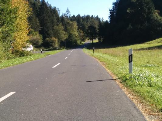 Kurz nach Obertrubach links in Richtung Möchs abbiegen !