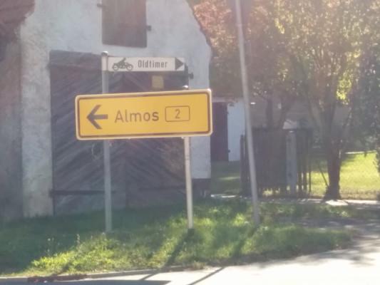 Hier nicht nach Almos sondern rechts abbiegen !