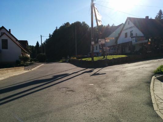 Am Motorradmuseum vorbei, ..