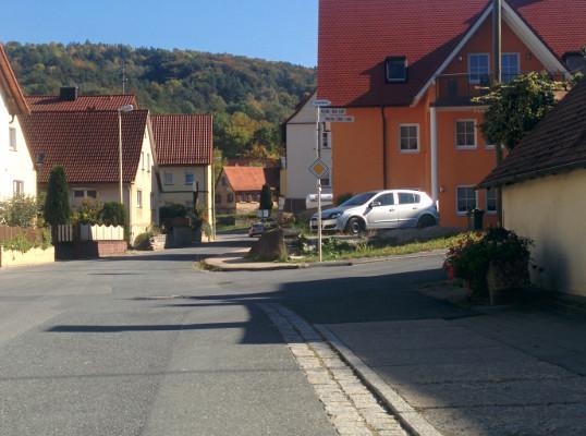 Start in Drüggendorf, hier rechts in Richtung Schiessplatz !
