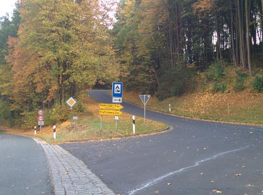 Start:  Hier in Richtung Pfaffenberg abbiegen !